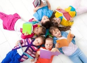 circle of reading kids