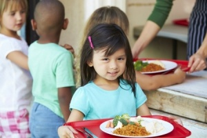 24488832 - elementary pupils collecting healthy lunch in cafeteria